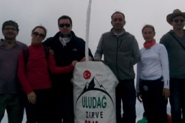 GEA gönüllüleri 17 ağustos Marmara depremi anısına 3.kez Uludağ Zirve Tırmanışında